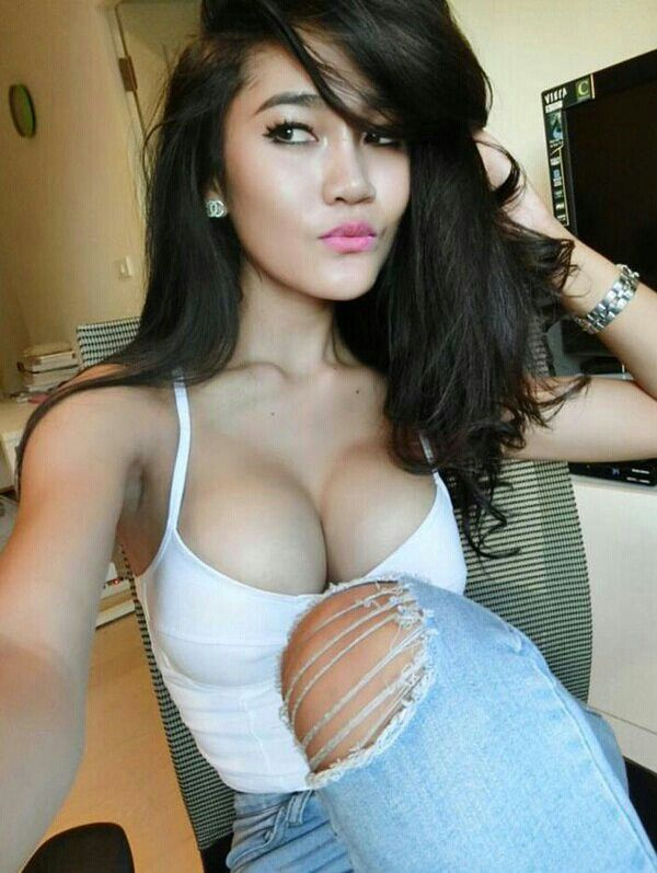 asian girl pornnthe bed picture
